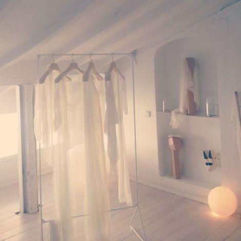 Cortana • hace 29 semanas Detalle de la planta dedicada a las novias en la tienda de Cortana en Madrid. Foto realizada por Mercedes durante la prueba de su vestido de boda.