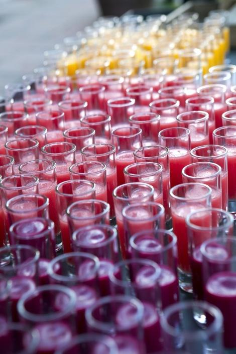 mesa de cremas en colores de primavera