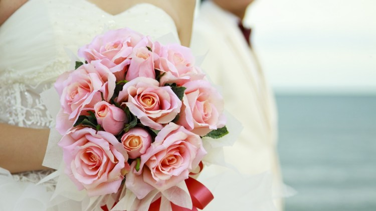 6975835-wedding-bouquet-flowers-roses